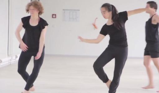 "Doku der Tanzperformance ""Tanz mit der Mathematik"" – Yeni Harkányi"